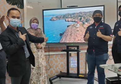 SMK Tun Habab Terima Smartboard
